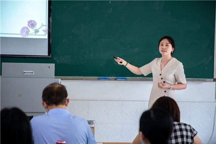 祝贺!人文教育学院涂雪玲、郑娇老师在我院组织的教师教学技能大赛初赛中脱颖而出,将迎战市级决赛