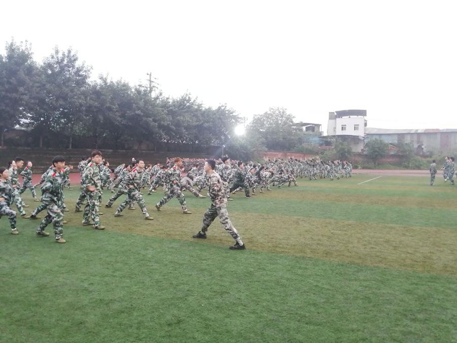 开学第一课 军训正当时