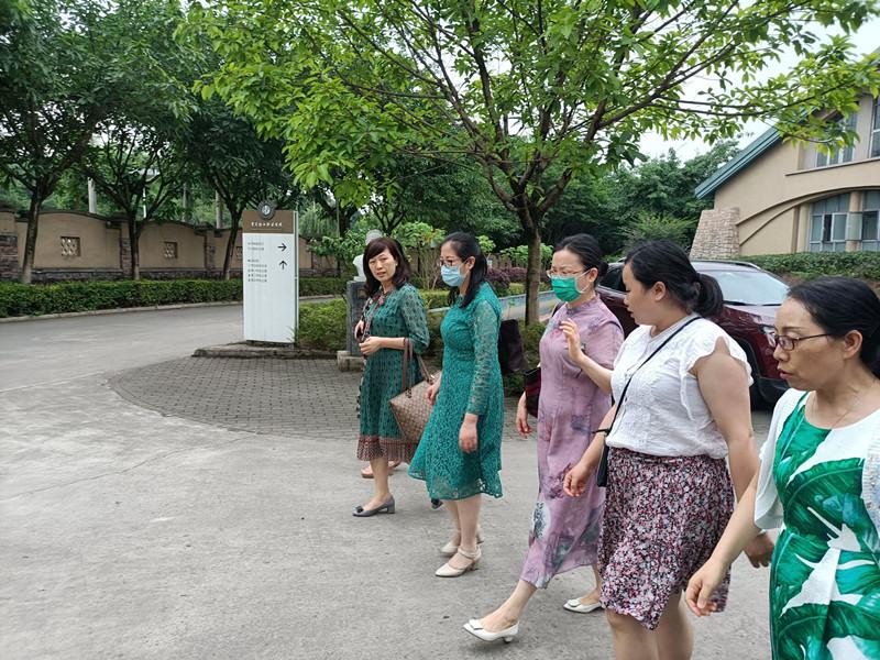 交流谋发展 携手创未来——重庆大学附属肿瘤医院来我校进行校企合作交流