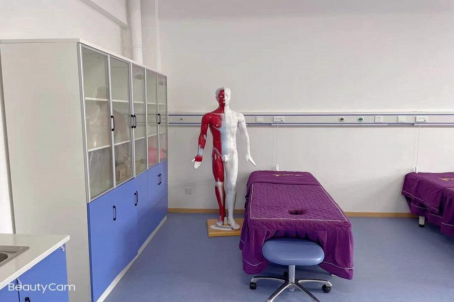 清扫整理实验室,营造整洁学习园地